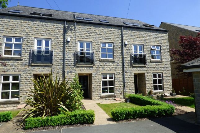 Thumbnail Town house for sale in Huddersfield Road, Liversedge