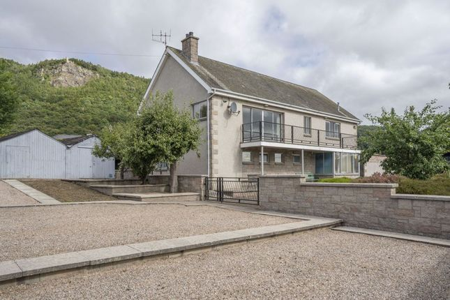 Thumbnail Detached bungalow for sale in Dunvin, Walnut Grove, Perth