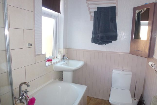 Family Bathroom of Railway Street, Leyland PR25