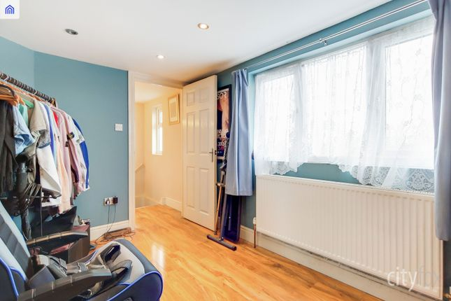 Gallery of Manor Road, Chadwell Heath RM6
