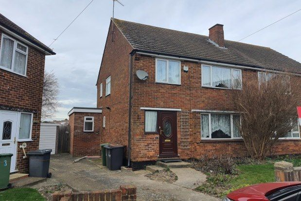 3 bed semi-detached house to rent in Cotswold Gardens, Luton LU3