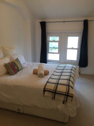 Thumbnail Flat to rent in Elphinstone Road, Southsea