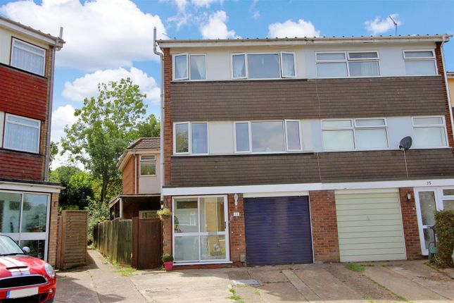 Thumbnail Town house for sale in Standring Rise, Boxmoor, Hertfordshire