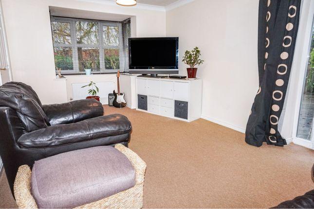 Lounge of Ashgate Road, Nottingham NG15