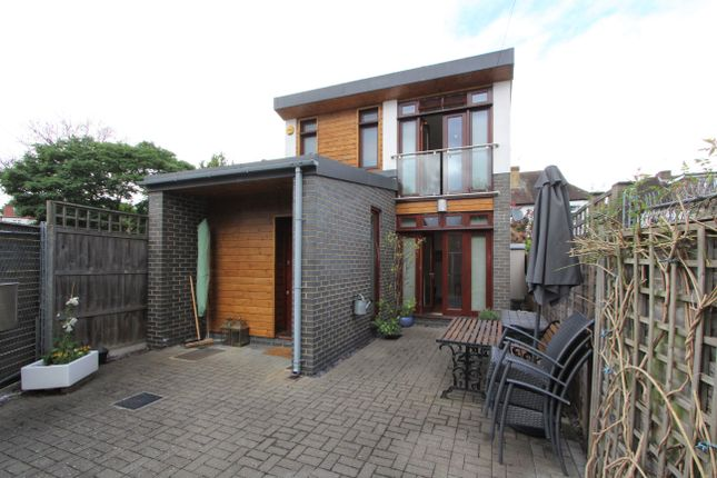 Thumbnail Detached house to rent in Albert Close, London
