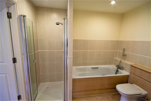Bathroom of Crompton Close, Matlock DE4