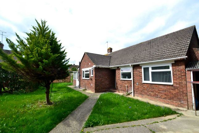 Thumbnail Bungalow to rent in Water Road, Tilehurst, Reading