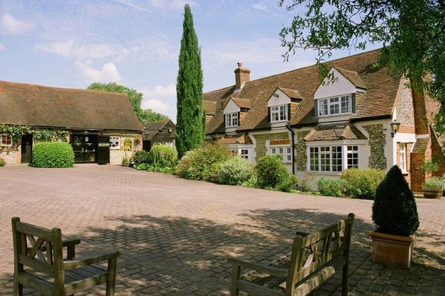 Thumbnail Farmhouse to rent in Southend, Henley-On-Thames