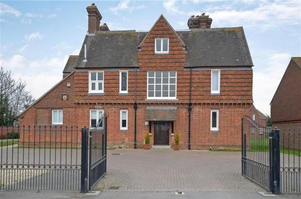 Thumbnail Flat to rent in Church Road, Chichester