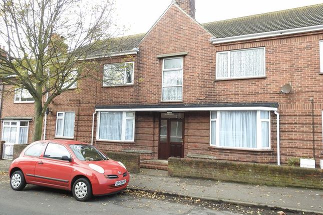Thumbnail Flat to rent in Ipswich Road, Lowestoft