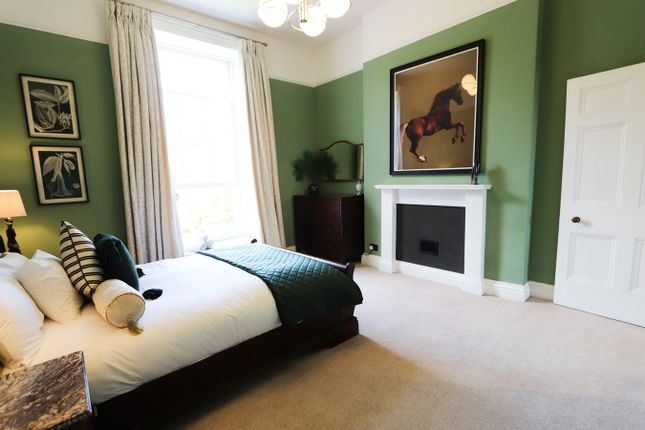 Thumbnail Flat to rent in Clifton Park Road, Bristol