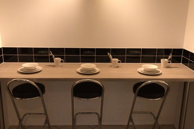 Thumbnail Shared accommodation to rent in Watney Market, Shadwell, Whitechapel, East London