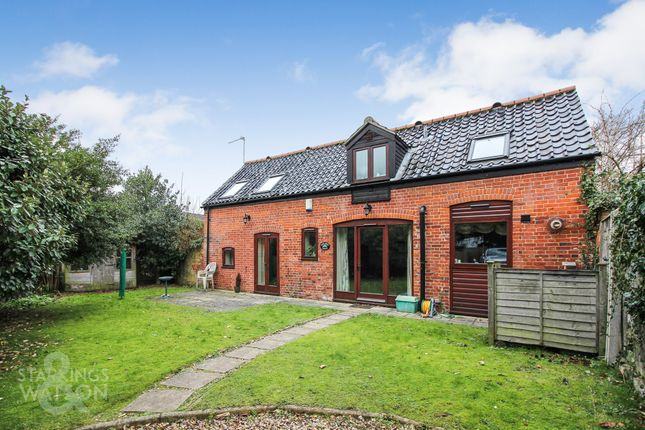 Thumbnail Barn conversion to rent in Yarmouth Road, Blofield, Norwich
