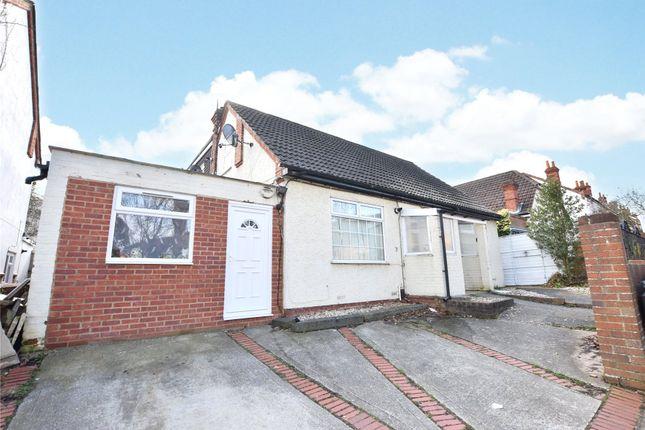 Thumbnail Flat to rent in Craig Avenue, Reading, Berkshire