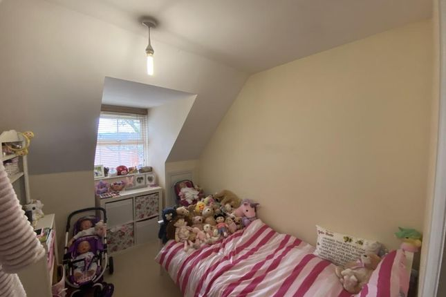 Second Bedroom of Thatcham, West Thatcham RG18