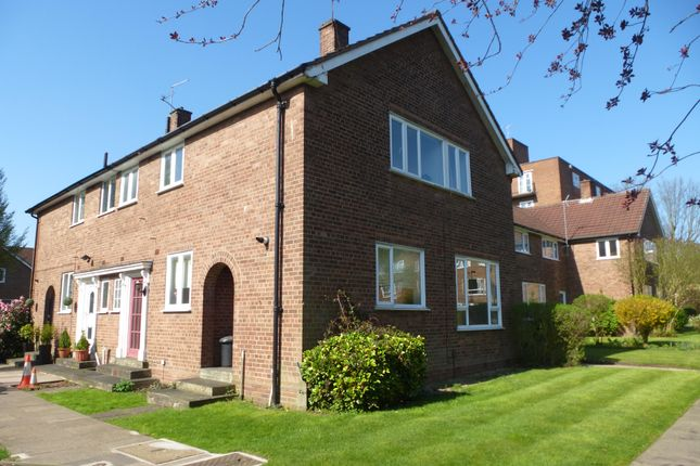 3 bed semi-detached house to rent in West Drive, Birmingham