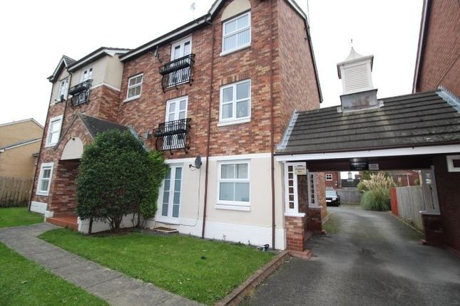2 bed flat to rent in Mallyan Close, Howdale Road, Hull HU8