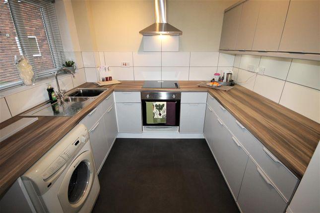 Flat to rent in Cranford House, Half Edge Lane, Monton