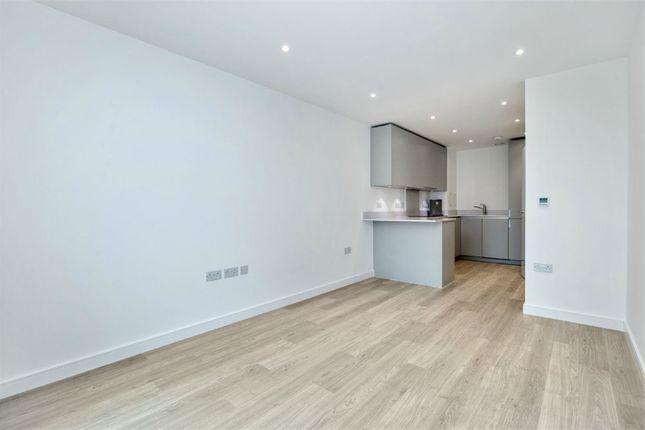 Thumbnail Flat to rent in 11 Saffron Central Square, Croydon, Surrey