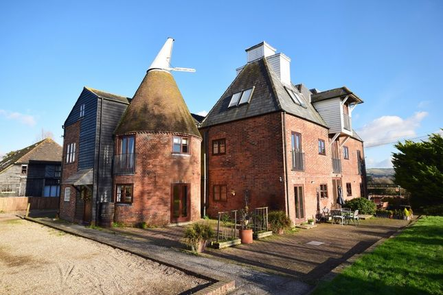 Thumbnail Flat for sale in Harville Road, Wye, Ashford
