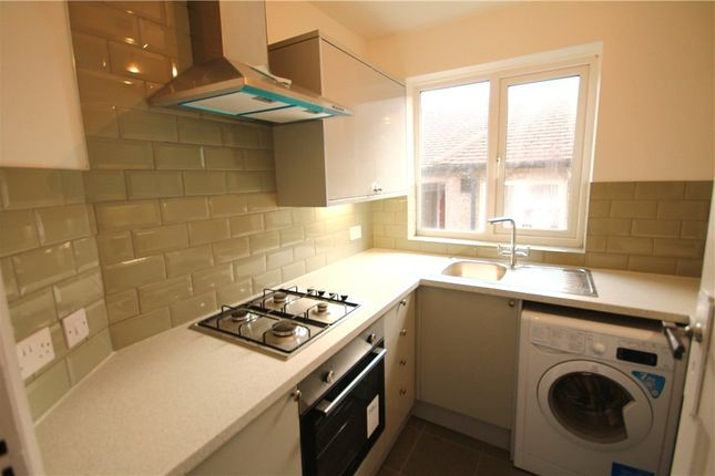 Thumbnail Maisonette to rent in Holmesdale Road, London