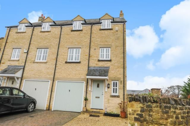 Thumbnail Terraced house for sale in Rock Hill Farm Court, Chipping Norton