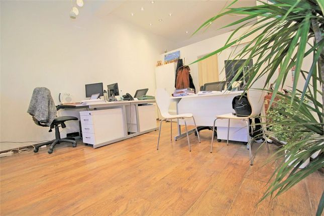 Thumbnail Retail premises to let in Lock Up Shop, Wood Green
