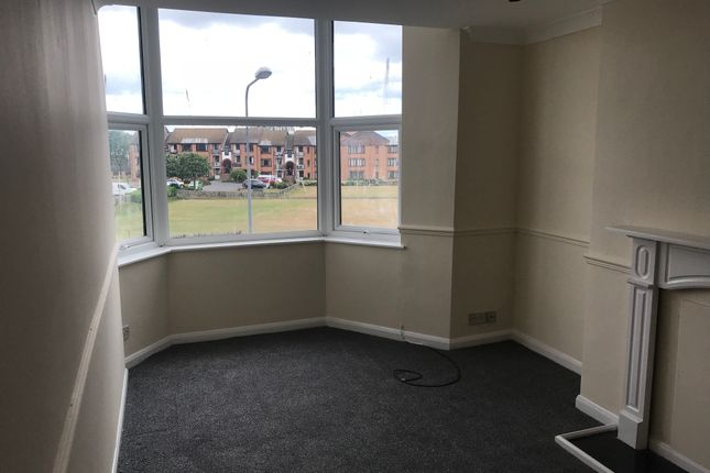 Thumbnail Flat to rent in Gladstone Terrace, Bridlington