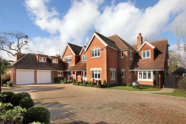 Thumbnail Detached house for sale in Stoneyfield, Gerrards Cross