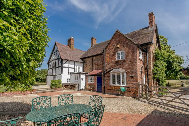 Thumbnail Detached house for sale in Ladbroke, Southam, Warwickshire