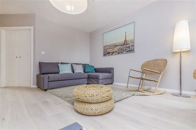 Thumbnail Flat for sale in Hereford Road, London