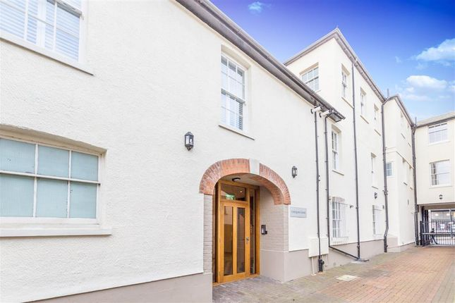 Thumbnail Flat to rent in Chequer Street, St.Albans