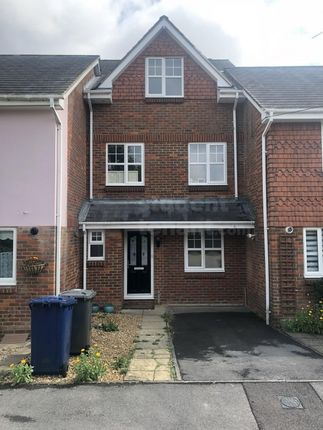 Thumbnail Shared accommodation to rent in Crosby Way, Farnham, Surrey