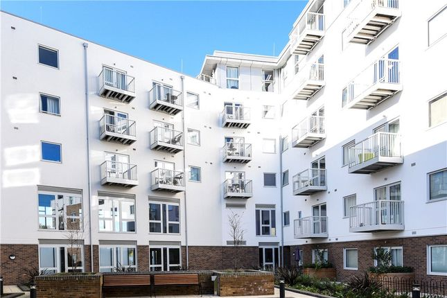 Thumbnail Flat for sale in Austen House, Station View, Guildford