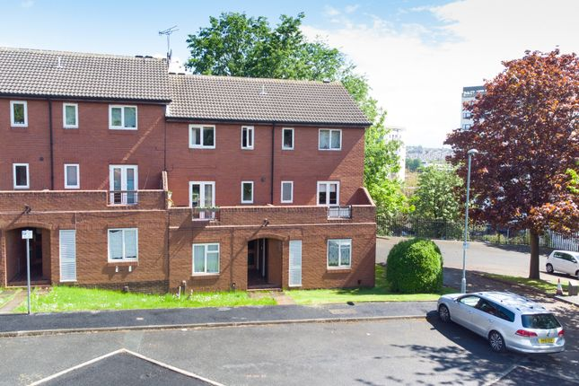 Flat for sale in Well Close Rise, Leeds