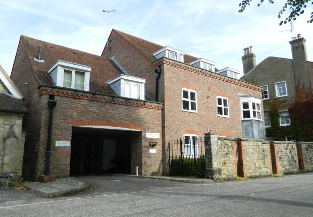 Thumbnail Flat to rent in Causeway, Horsham