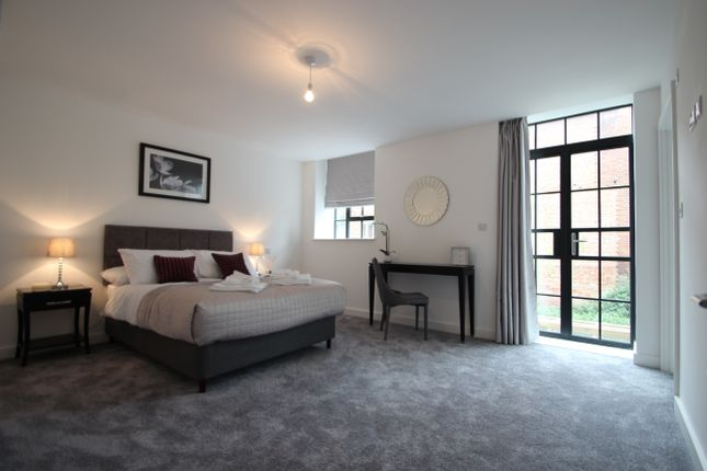 Thumbnail Flat to rent in Oakridge Road, High Wycombe
