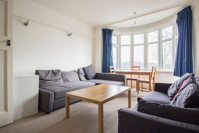 Thumbnail Flat to rent in Avenue House, King's Avenue, London