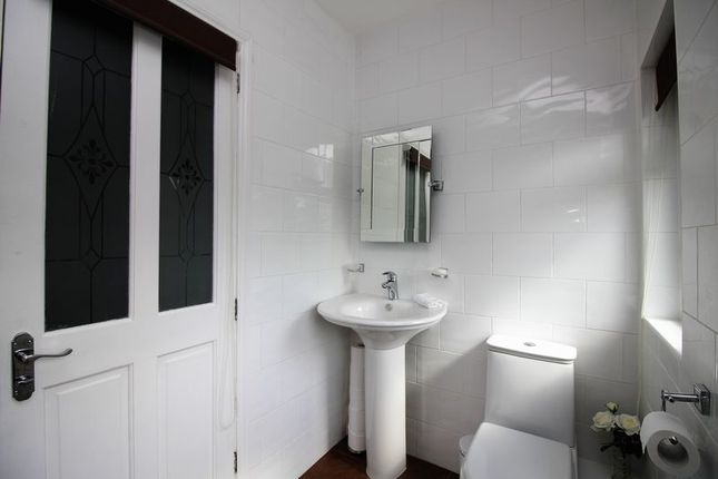 Bathroom of Kimbolton Green, Borehamwood WD6