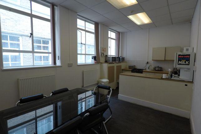 Office to let in Uxbridge High Street, Uxbridge