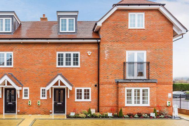 Thumbnail Terraced house for sale in High Street, Godstone