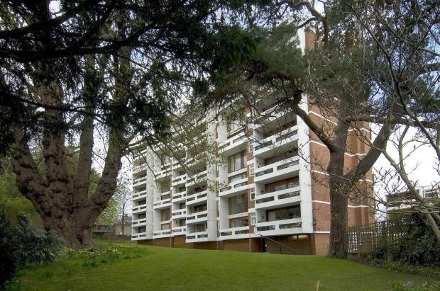 Thumbnail Flat for sale in Southwood Lawn Road, Highgate Village, London