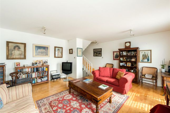 Thumbnail Terraced house for sale in Quickswood, London