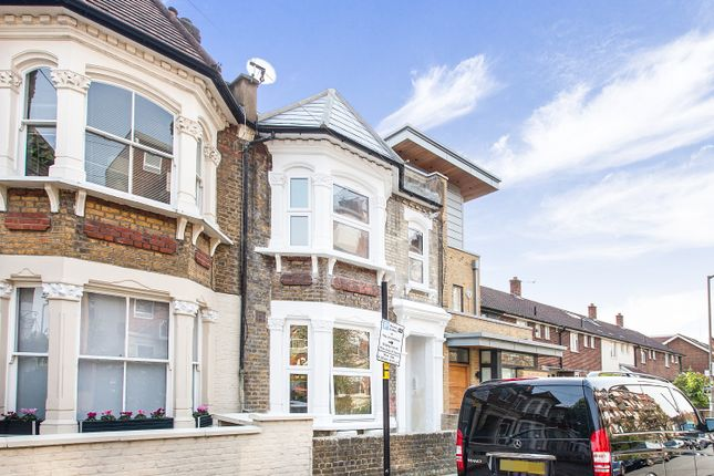 3 bed flat for sale in Chetweode Road, London