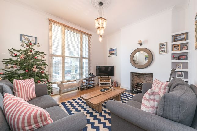 2 bed flat to rent in Oxford Road, London