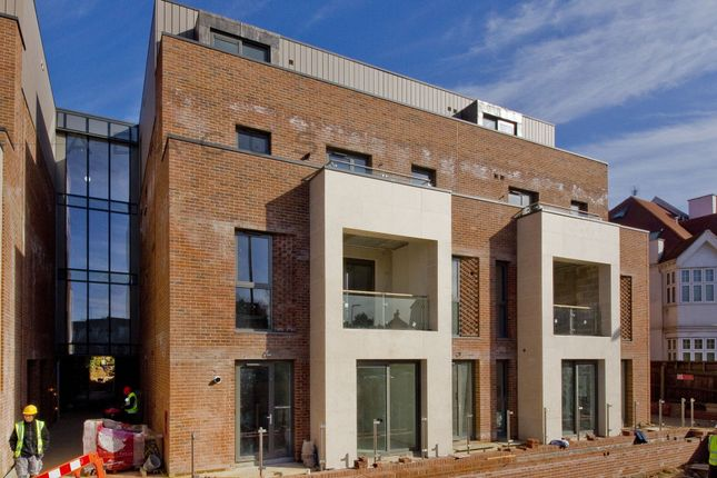 Thumbnail Flat to rent in The Cascades, Finchley Road, London