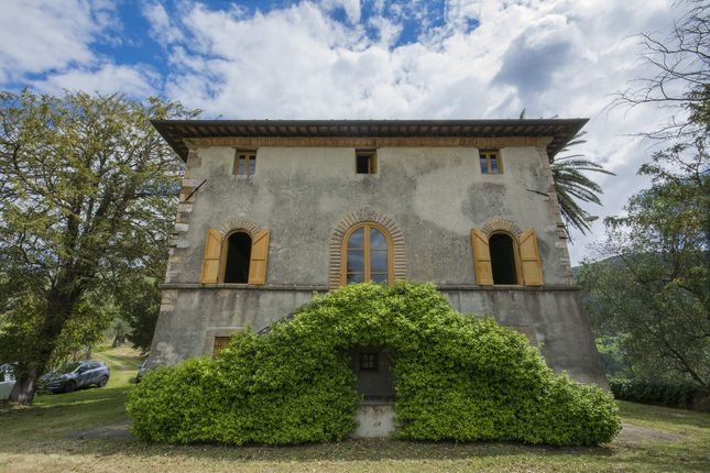 5 bed town house for sale in Lucca Lucca, Italy