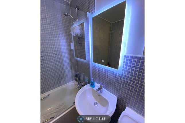 Bathroom Mirror of Copwood Close, London N12