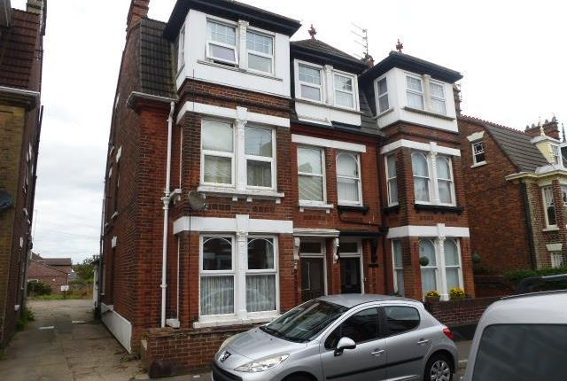 Thumbnail Flat to rent in Upper Cliff Road, Gorleston, Great Yarmouth