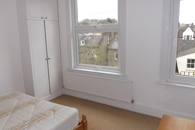 2 bed flat to rent in Talfourd Road, London